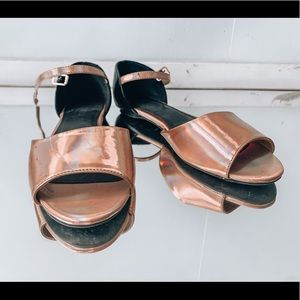 🦩2/$25 Forever21 / Metallic Pink Strappy Flats